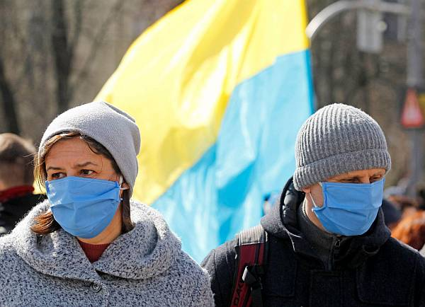 Egyre több a COVID-fertőzött Ukrajnában: munkaerőhiánytól tartanak a lengyel almatermesztők